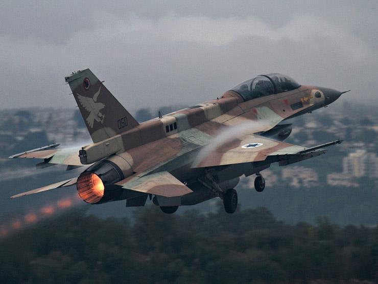 إسرائيل تصعد وتقصف موقعين شرق دير البلح