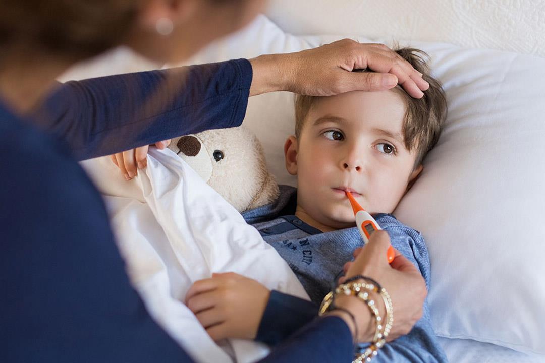 درجة حرارة الطفل لا تنخفض بالأدوية إليك البديل المناسب الكونسلتو