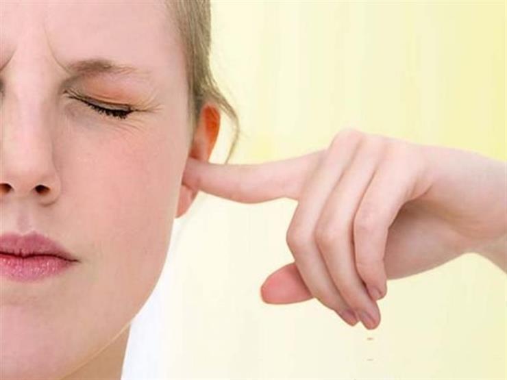 طبيب يحذر من مخاطر التهاب الأذن والحلق في الطقس الحار