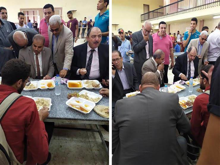 رئيس جامعة الأزهر ونائبه يتناولان الغداء مع طلاب المدينة بالقاهرة