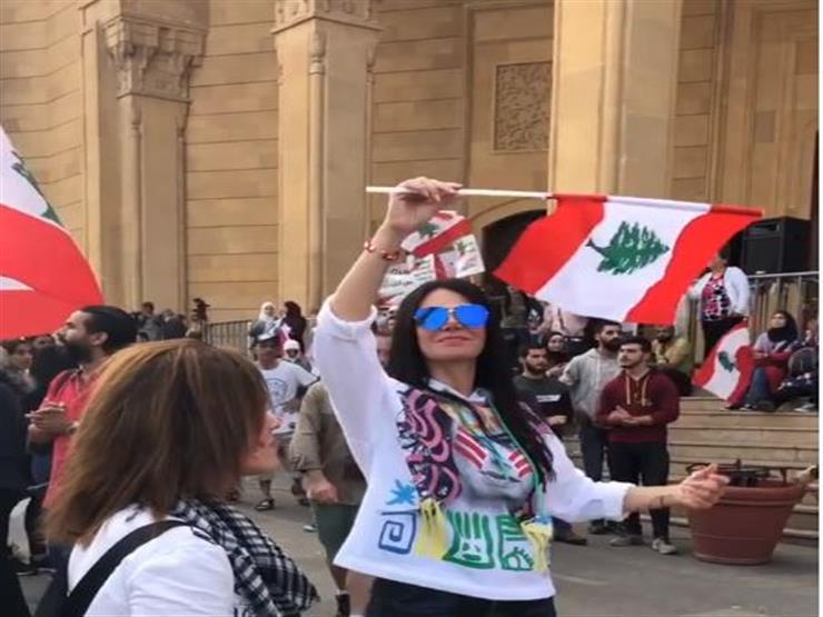فيديو| لقاء سويدان تشارك في مظاهرات لبنان