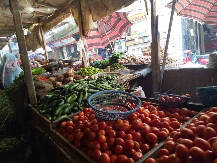 أسعار الخضر والفاكهة بسوق العبور في بداية الأسبوع