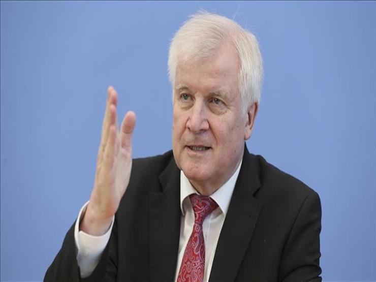 وزير داخلية ألمانيا يسعى إلى عدم تمديد حظر الترحيل لسوريا