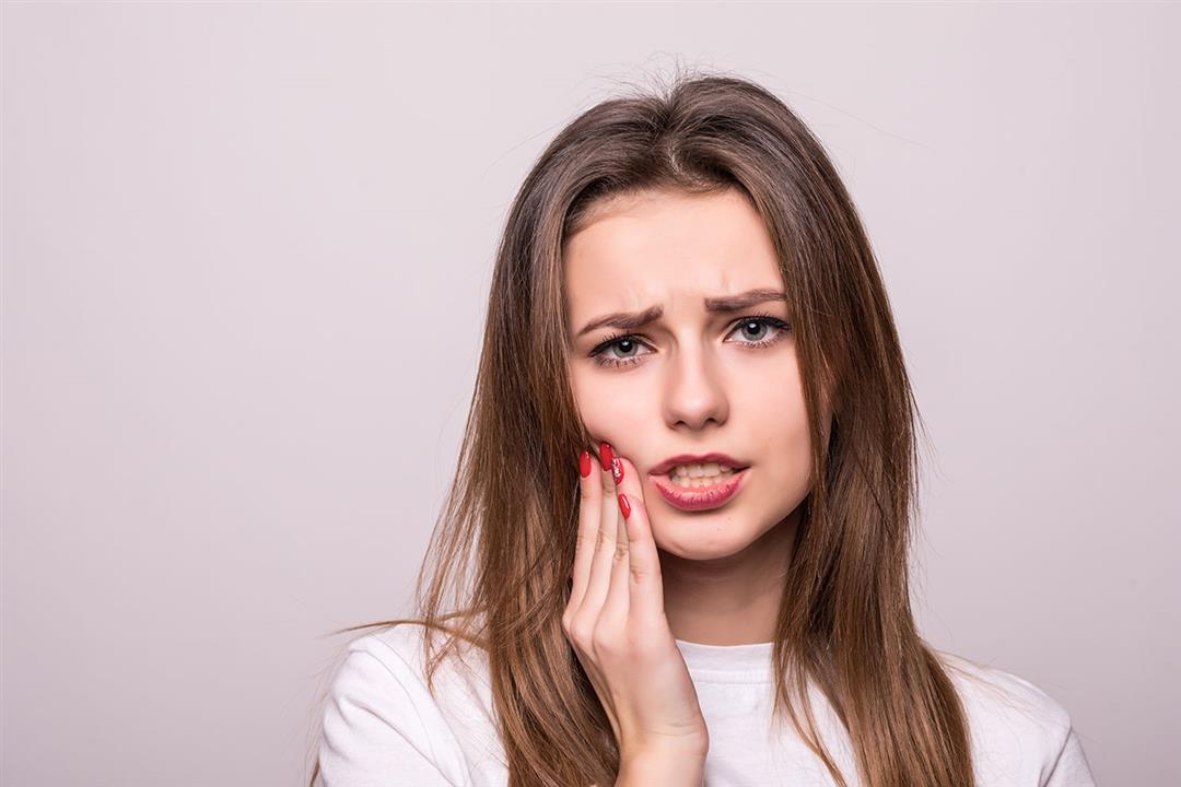 منها المكسرات.. 10 أطعمة تدمر صحة الأسنان رغم فوائدها