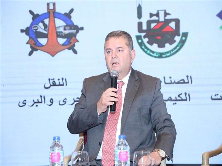 """وزير قطاع الأعمال يدعم """"غزل المحلة"""" قبل مباراة الصعود للدوري الممتاز (فيديو)"""