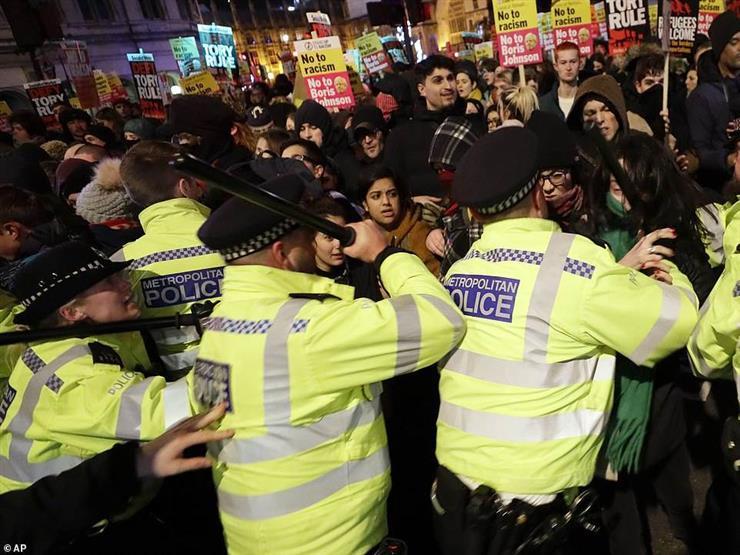 الآلاف يتظاهرون ضد إجراءات كورونا في لندن