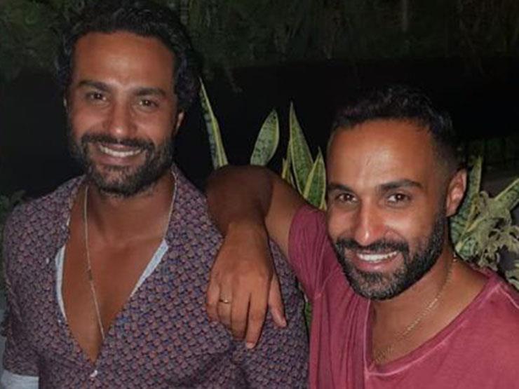 أحمد فهمي يهنئ شقيقه بعيد ميلاده