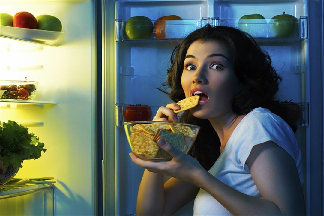 من بينها اللب الأبيض.. أفضل 5 أطعمة يمكنك تناولها ليلًا (صور)
