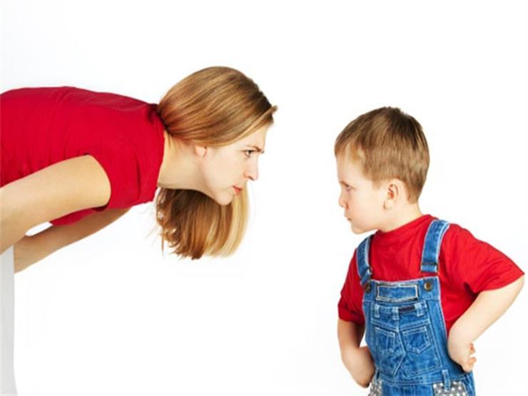 بينها استخدام الهاتف لإسكاته.. 5 أخطاء يجب تجنبها عند تربية الأطفال
