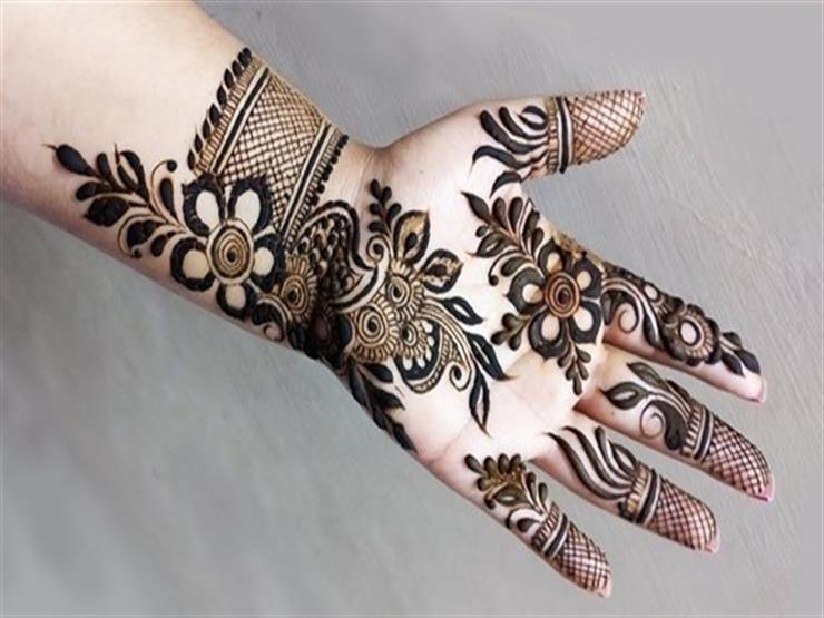 صورة ما حكم رسم الحنة على اليدين والقدمين للمرأة؟.. تعرف على رد أ