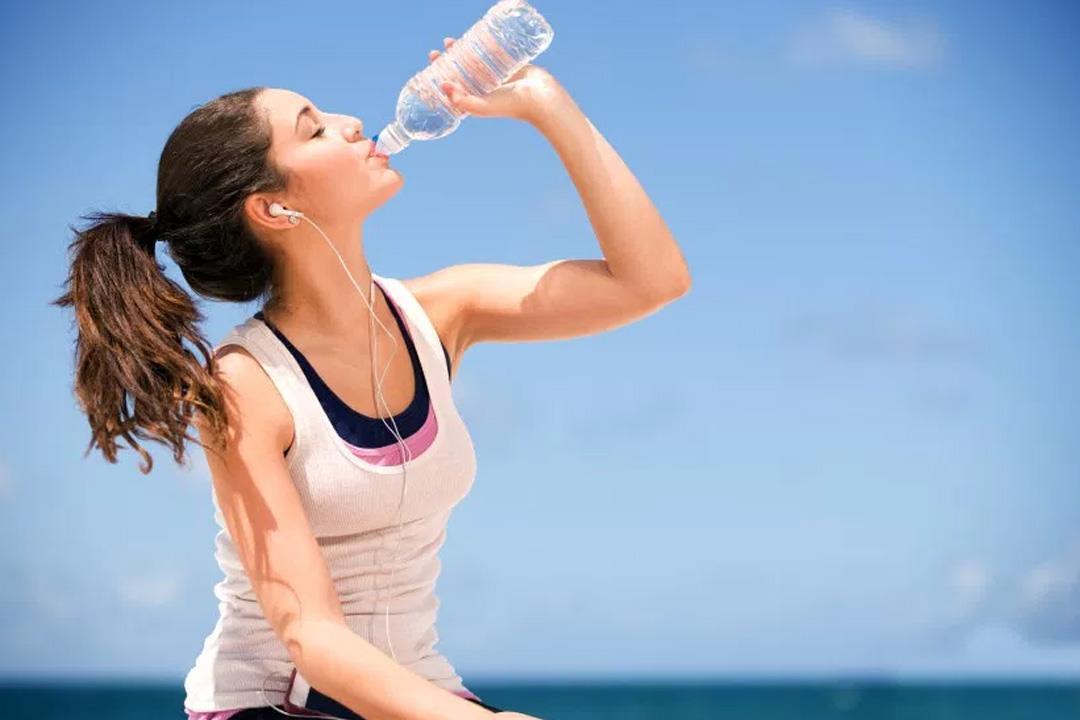 تعرف على فوائد شرب الماء على الريق | الكونسلتو