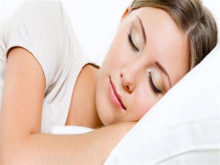 كيف يؤثر النوم على صحة البشرة