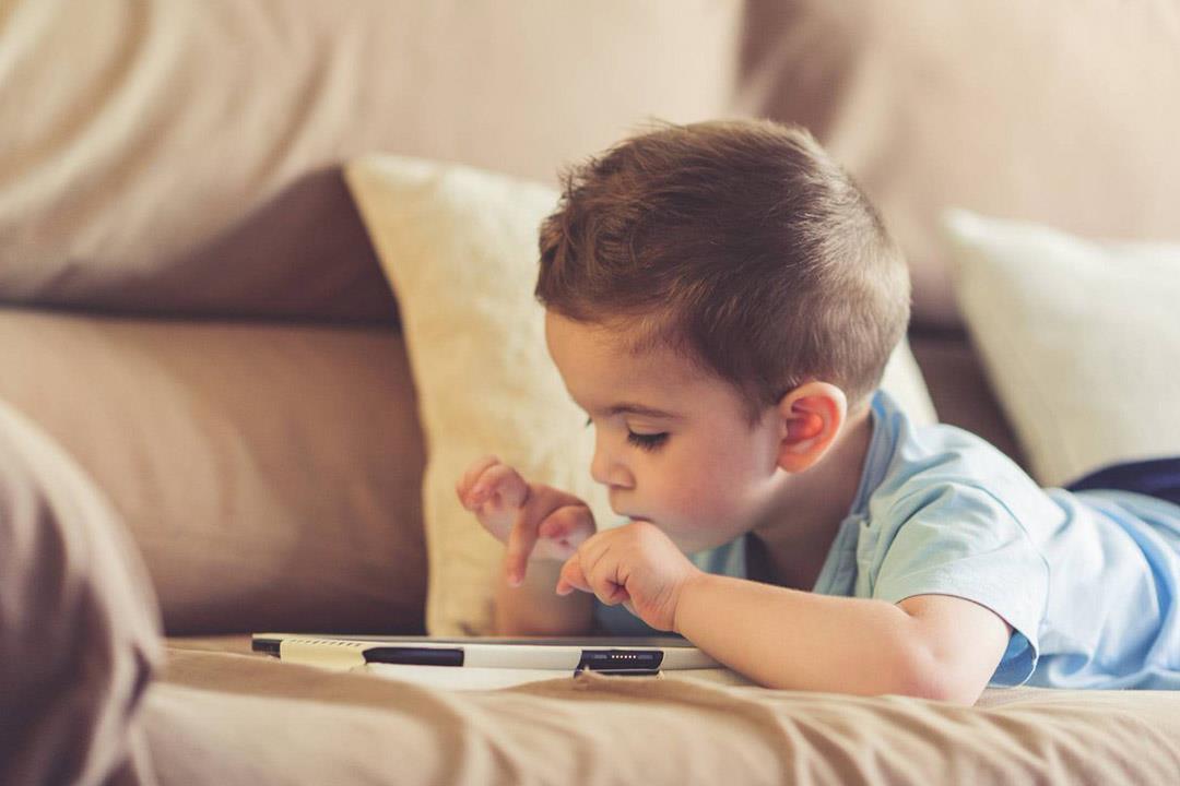 تعرفي على تأثير مشاهدة الفيديوهات على عين طفلك