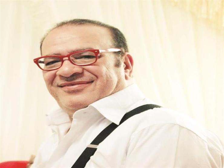 """فيديو  صلاح عبدالله ممازحًا عمرو دياب: """" فعلا فيا من الهضبة كتير"""""""