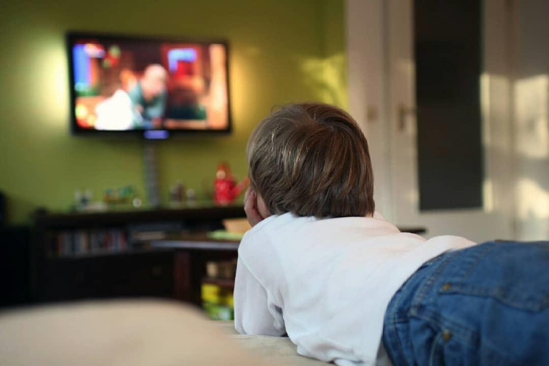 هل مشاهدة الأطفال للتليفزيون يجعلهم عُرضًة لمرض التوحد؟