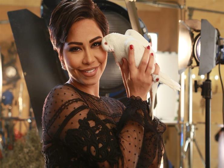 """بعد تسجيلها للتتر.. شيرين عبدالوهاب تزور كواليس مسلسل """"خمسة ونص"""" لهذا السبب (صورة)"""