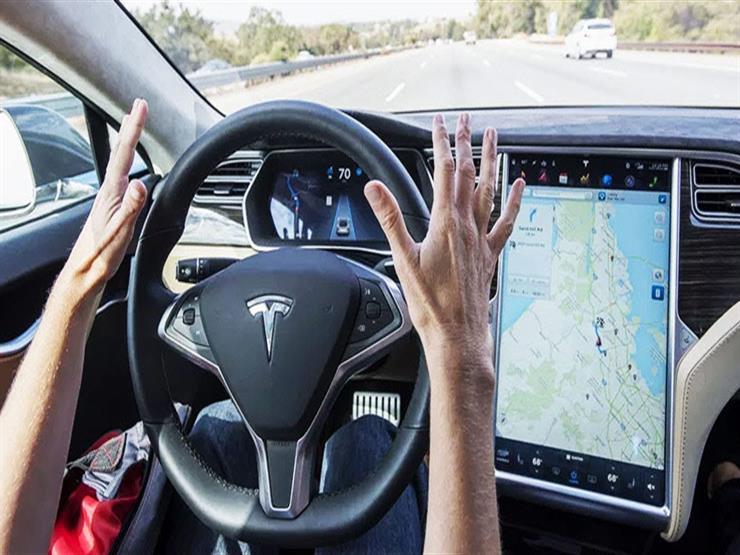 """بعد تطوير الـ""""رقائق"""".. تيسلا تؤكد طرح سيارات أجرة ذاتية القيادة 2020"""