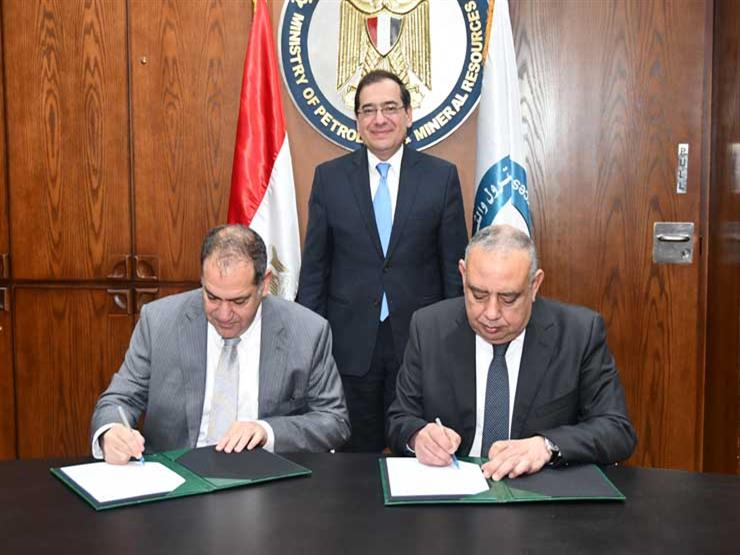 البترول توقع مذكرة مع التمويل الدولية لتحويل مصر إلى مركز إقليمي للطاقة