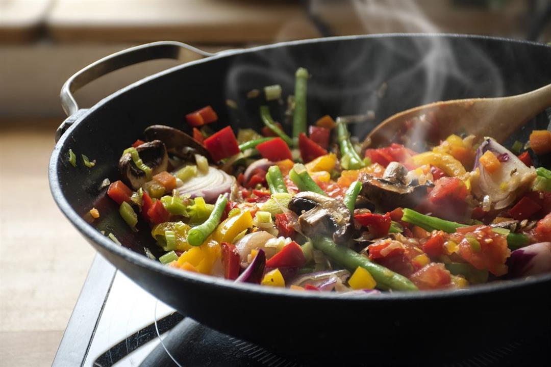 تطهين أكلاتك في أواني تيفال.. تعرفي على مكوناتها وتأثيرها على الصحة