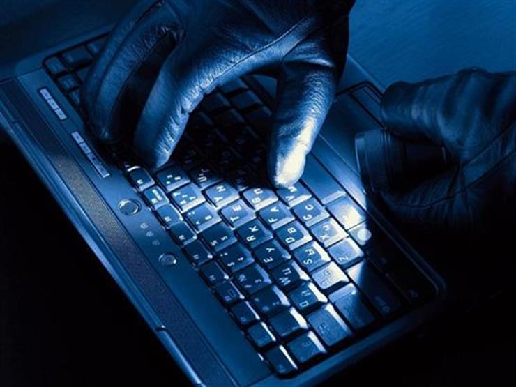"""في 7 أيام.. الداخلية تضبط 56 قضية """"ابتزاز ونصب"""" عبر الإنترنت"""