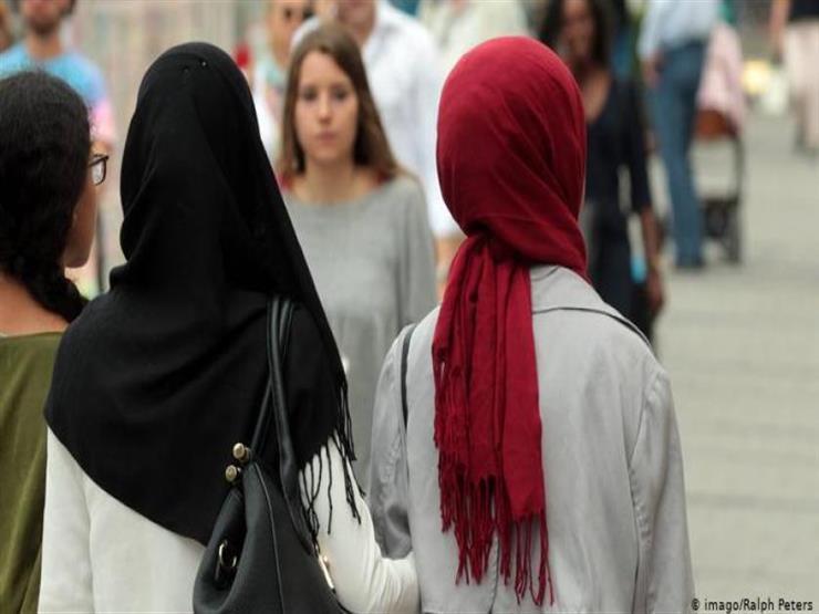 وفق ضوابط محددة.. الإفتاء: في هذه الحالة يجوز للمرأة نشر صورها بدون حجاب