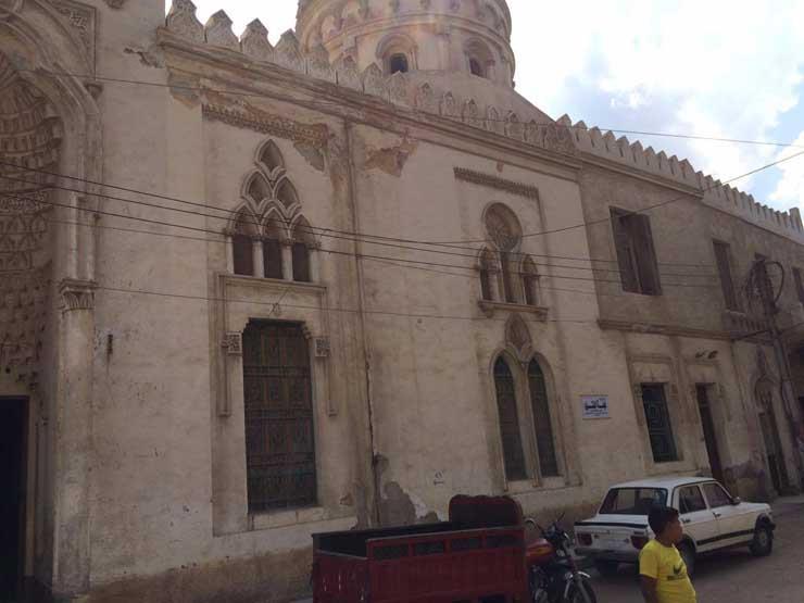 غلق أول مسجد بسبب مخالفة إجراءات كورونا في رمضان.. وإيقاف الشيخ الطاروطي