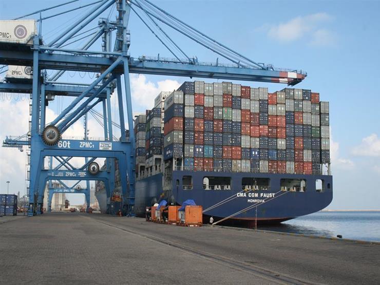 ميناء دمياط يستقبل 10 سفن ويصدر 7 آلاف طن يوريا