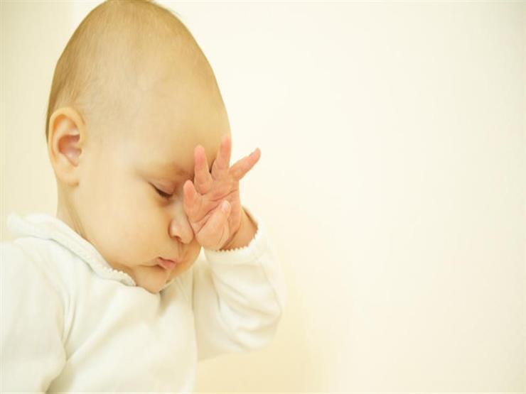 أسباب فرك العين لدى طفلك الرضع