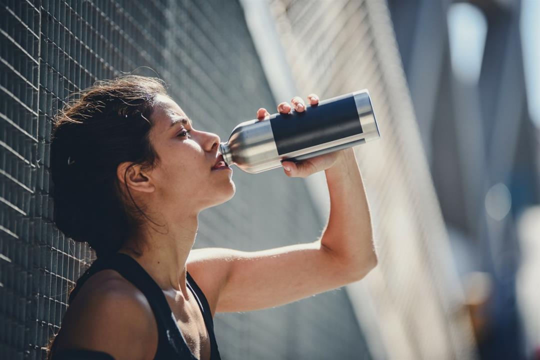 5 نصائح لتعويض نقص المياه بالجسم في فصل الصيف