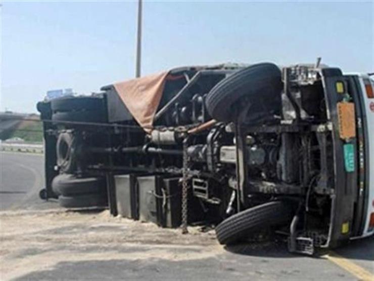 مصرع موظف في انقلاب سيارة نقل بسوهاج