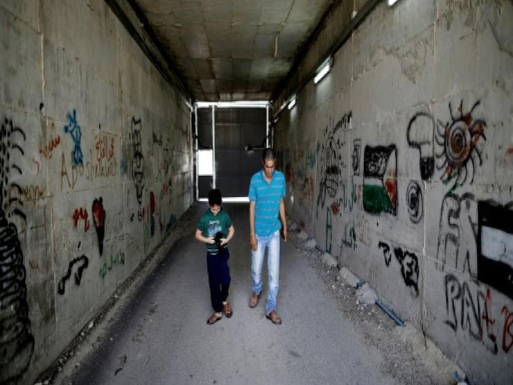 معاناة عائلة فلسطينية تعيش معزولة بسبب الجدار الفاصل في الضفة الغربية المحتلة