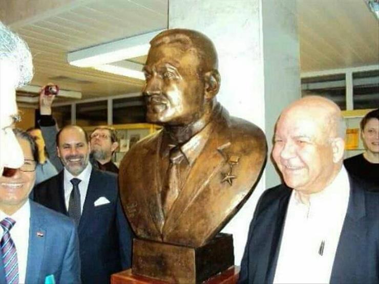 """""""قطاع الأعمال"""" توقف مزاد بيع تماثيل عبدالناصر وتهديها لوزارة الثقافة"""