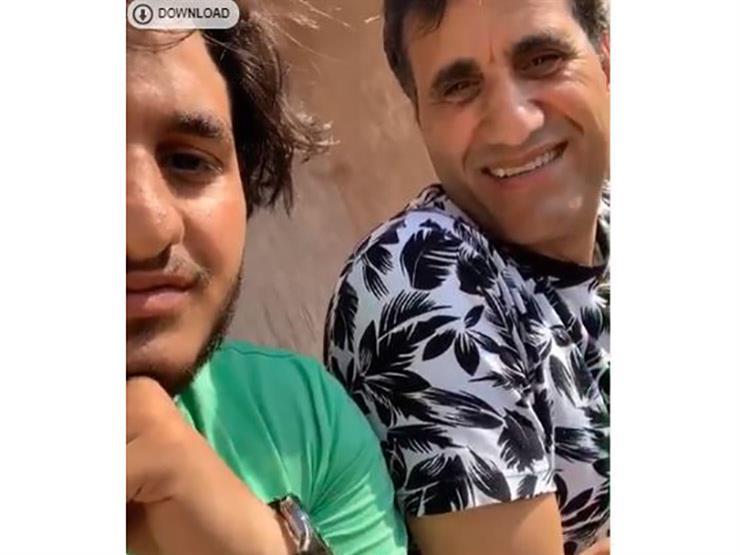 """فيديو  نجل أحمد شيبة يغني لـ""""هنيدي"""" ووالده يضربه"""