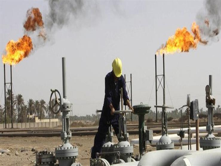 أسعار النفط تتراجع بعد التعويم الجزئي للسفينة الجانحة في قناة السويس