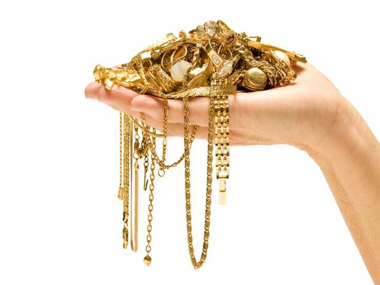 هل تجب الزكاة في الذهب المخصص للزينة؟.. أمين الفتوى يجيب