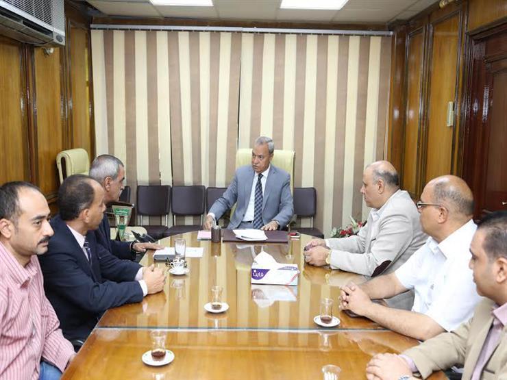 محافظ قنا يلتقى أعضاء اللجنة المشرفة على حج الجمعيات