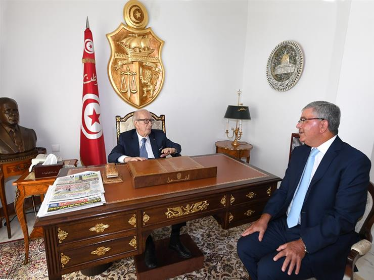 """صاحب آخر صورة معه.. وزير الدفاع """"الطبيب"""" مرشح لخلافة رئيس تونس"""