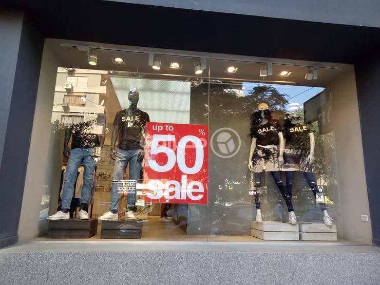 """""""لمحاربة الركود"""".. محلات وتوكيلات الملابس بمصر تبدأ الأوكازيون مبكرا"""