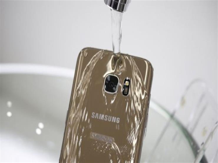"""هيئة أسترالية تقاضي شركة سامسونغ بسبب هاتفها """"المقاوم للماء"""""""