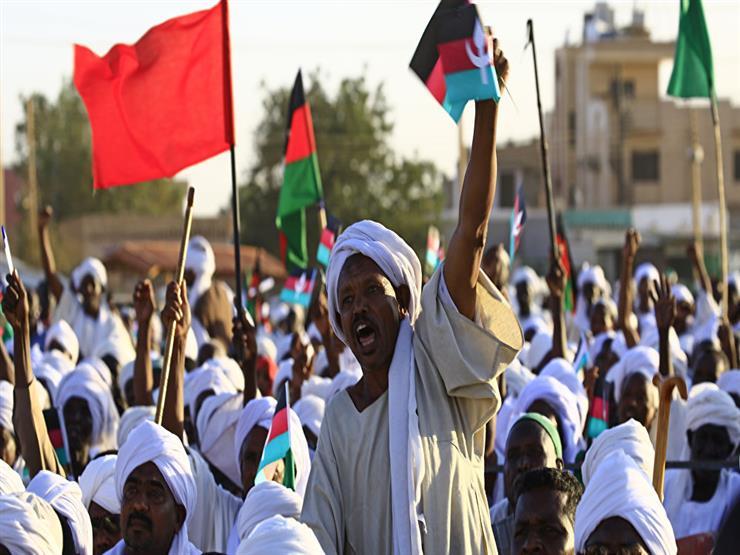 """السودانيون يحلمون بوصول """"الثورة"""" إلى ساحات كرة القدم"""