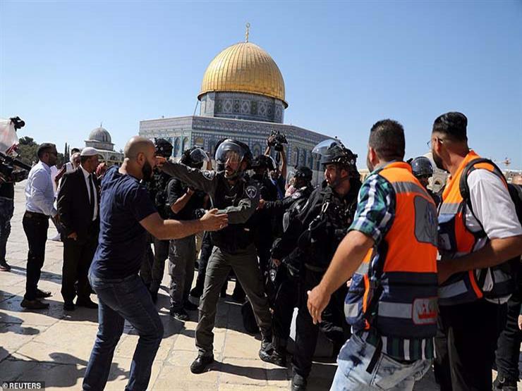 تقرير فلسطيني: مستوطنون يقتحمون الأقصى بحماية إسرائيلية