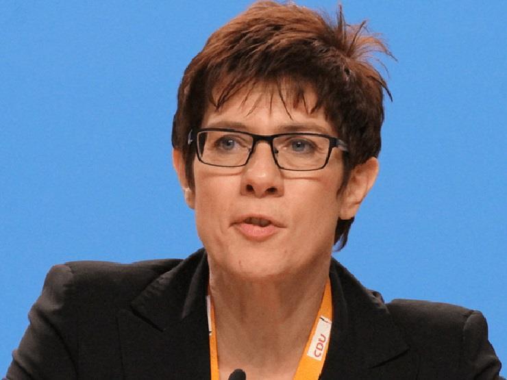 """وزيرة الدفاع الألمانية عن الانتخابات الأمريكية: """"وضع متفجر للغاية"""""""