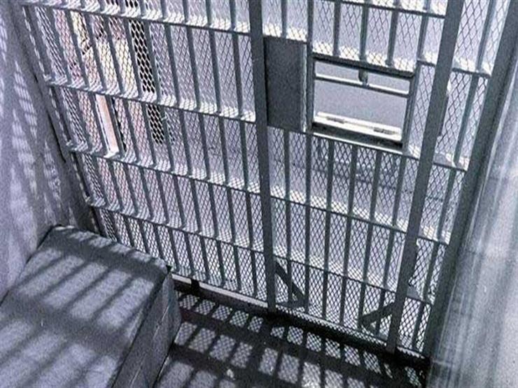 السجن 40 عاماً لبريطاني اغتصب ابنتيه