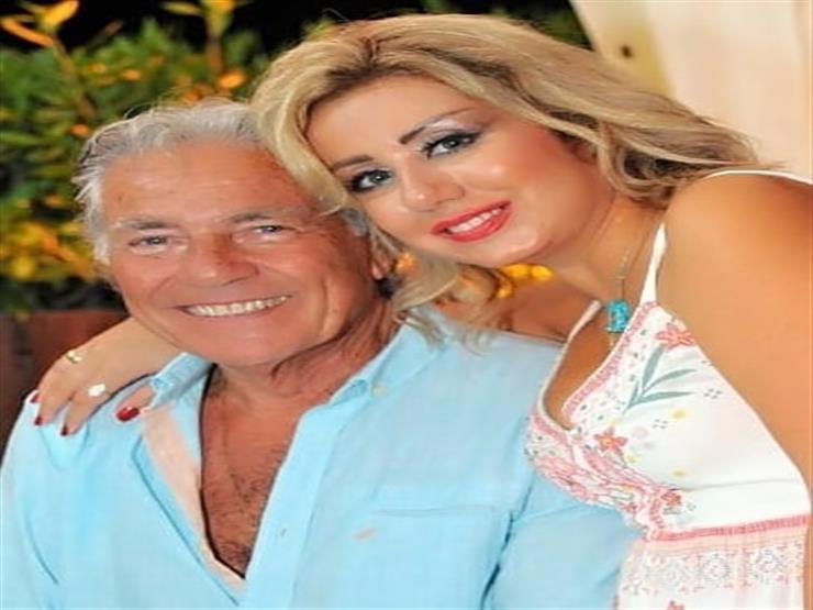 صور| مصطفى فهمي وزوجته يحتفلان بعيد ميلاد حسين فهمي