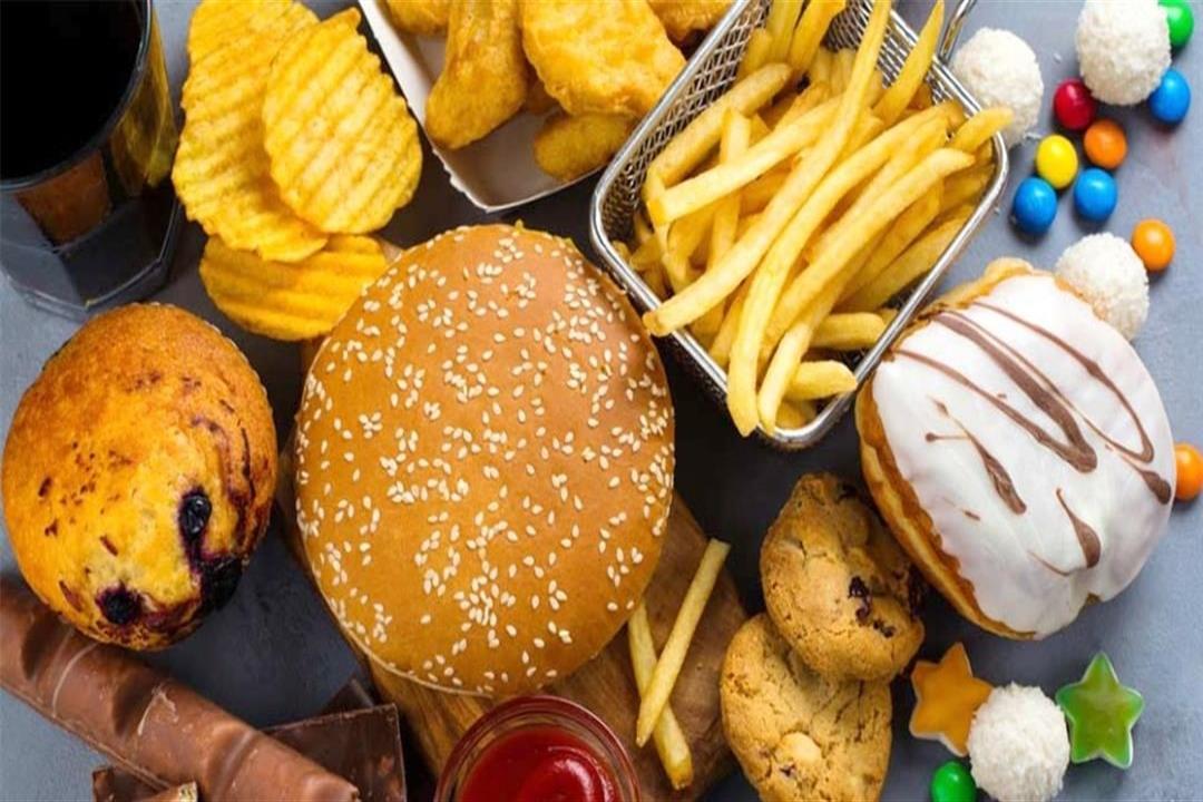 أبرزها اللحوم والبطاطس.. 9 أطعمة لا تتناولها أثناء اتباع الدايت