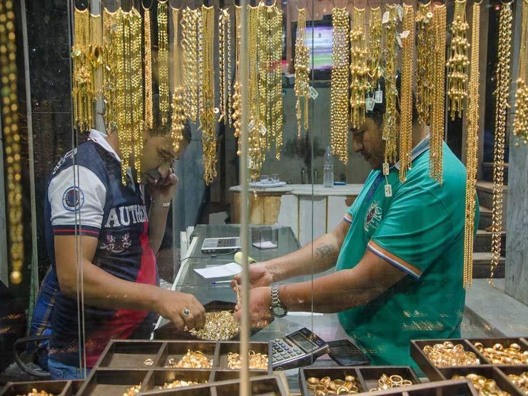 بريق الذهب يخطف الأنظار.. لماذا قفزت الأسعار لمستويات تاريخية في مصر؟ (فيديو)