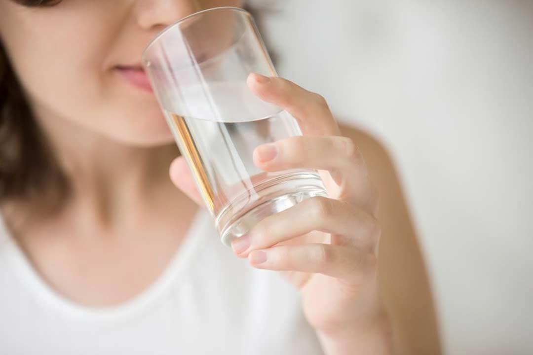 انتبه.. في هذه الحالات يصبح شرب الماء خطرا على صحتك!