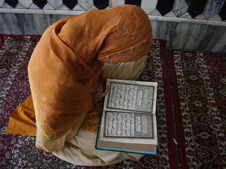 صورة البحوث الإسلامية يوضح حكم قراءة القرآن الكريم للمرأة الحائض