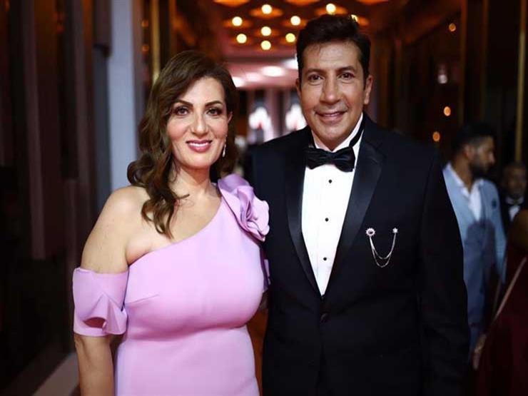 هاني رمزي وزوجته بلوك أنيق في مهرجان القاهره السينمائي