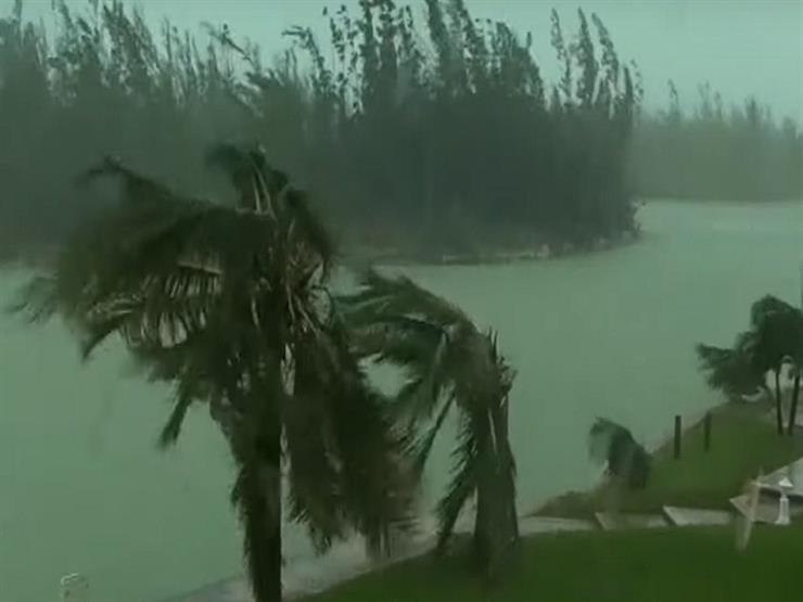 بالفيديو.. إجلاء مليون شخص بسبب إعصار دوريان